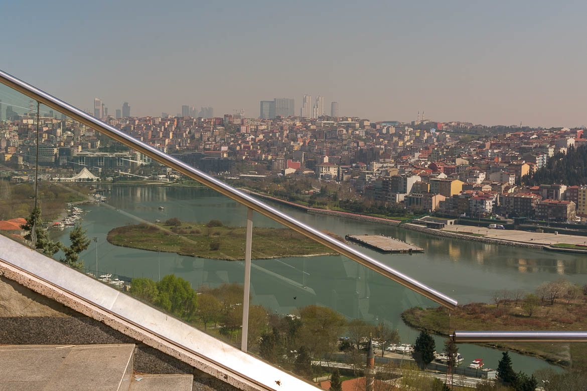 This photo shows the view from Pierre Loti Hill to the Golden Horn. Also, the silhouette of the modern city with its skyscrapers is dominating the horizon in the distance.
