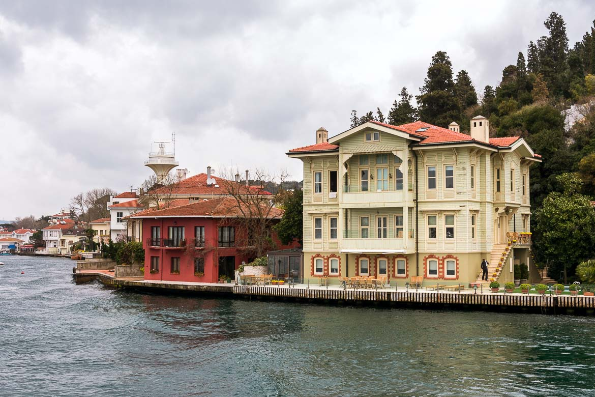 This image shows two of the many yali, the wooden mansions that are built on both shores of the Bosphorus. One of them is a two-storeyed red mansion while the other is a three-storeyed cream one.