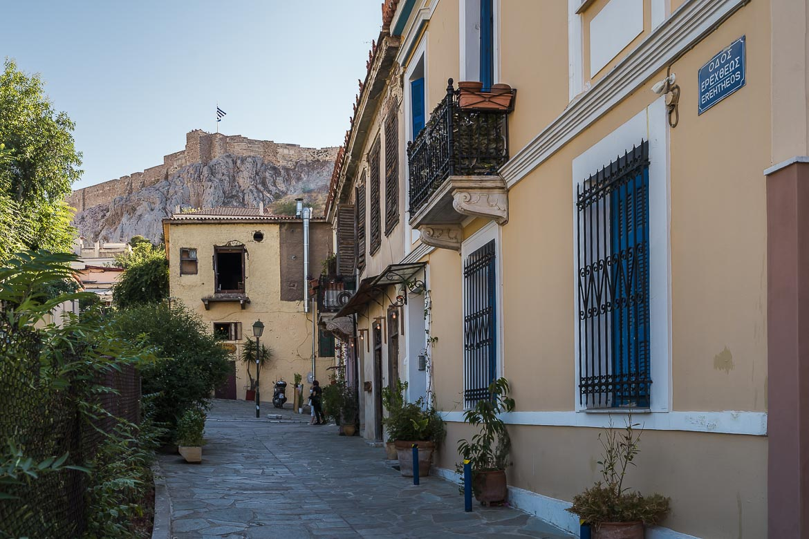 This image shows a quiet street in Plaka. In the background there is the Acropolis.