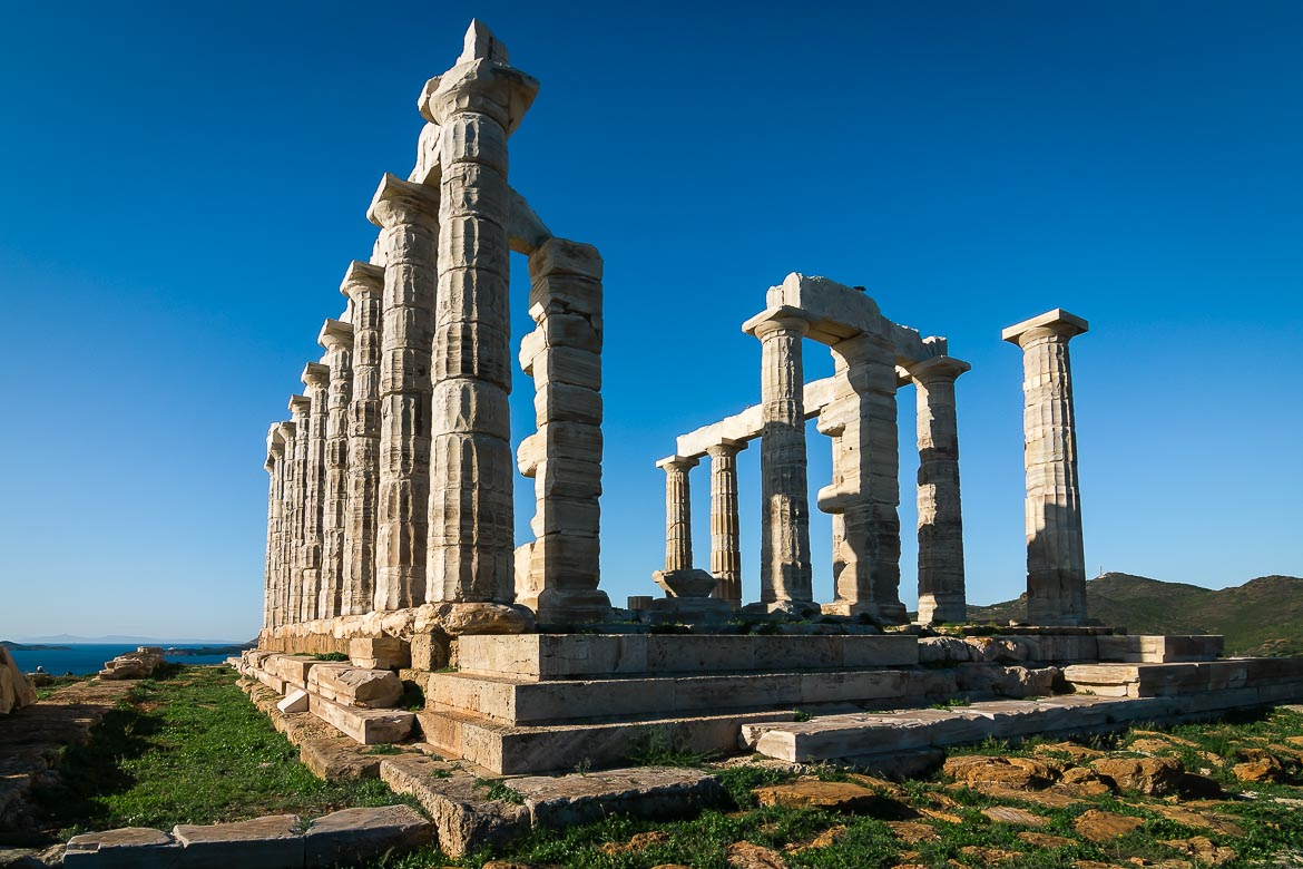 This image shows the temple of Poseidon in Sounio.