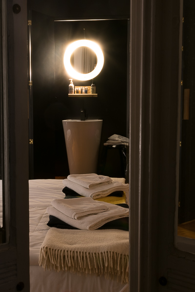 One of the highlights of Autor Rooms, one of the best Warsaw hotels, is the bathrooms which are built in the centre of the rooms. Winter in Warsaw. Top things to do and Warsaw city guide.
