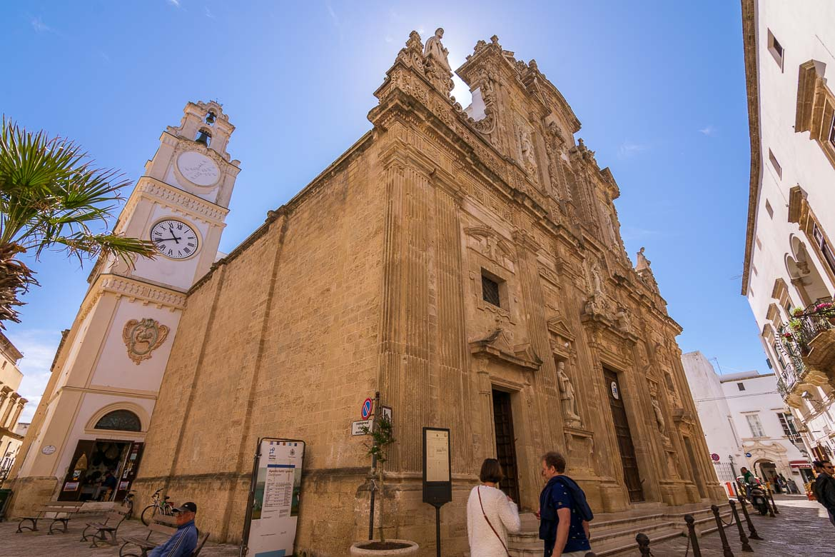 This is an up close of the cathedral's facade. The latter is adorned with many details which is typical for barocco leccese architecture.