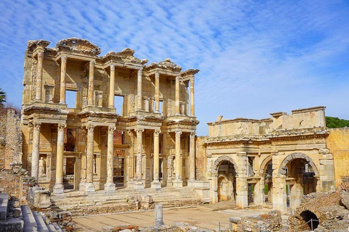 This image shows the Library of Celsus, an ancient Roman building in Ephesus.