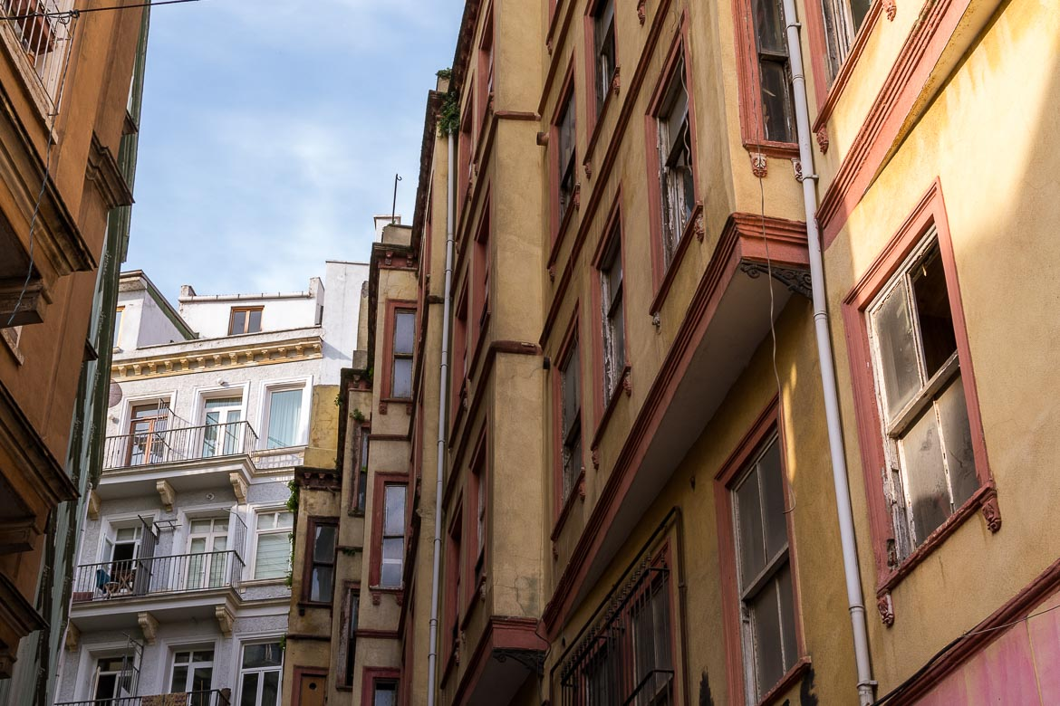 This images shows a yellow and red building typical of Istanbul's architecture during the 19th century.
