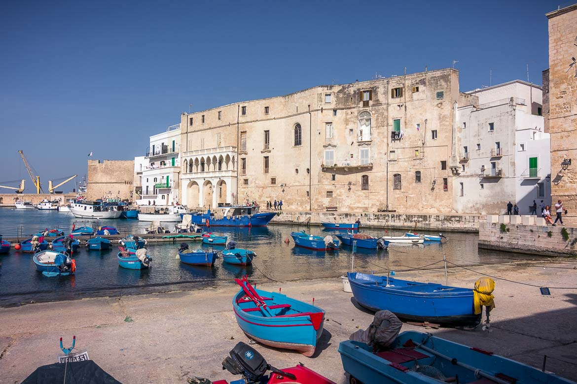 This image shows the seaside town of Monopoli with its splendid old bulidings and the characteristic blue fishing boats.