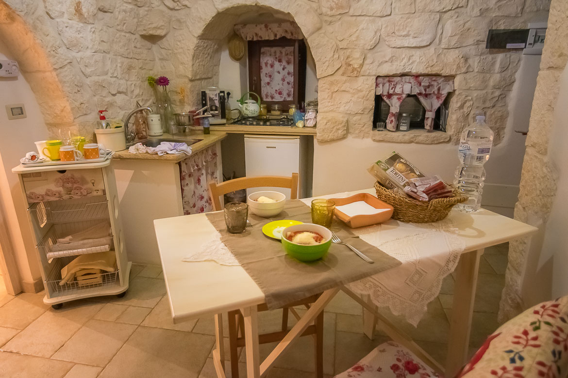This photo shows the interior of the trullo we stayed at. Its decoration is traditional and it's very cosy. Fresh pasta, our dinner, is served on the dining table.