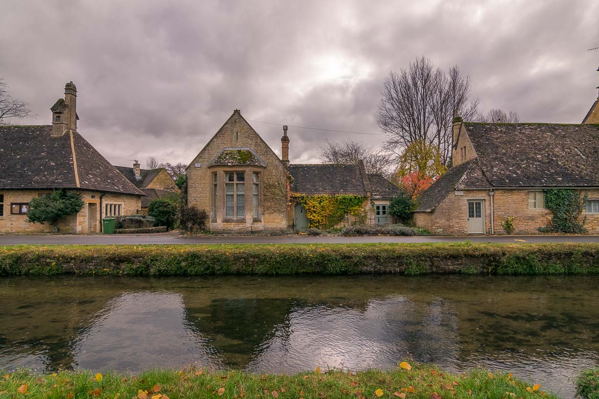 This photo shows a line of traditional cottages built along the River Eye in Lower Slaughter.