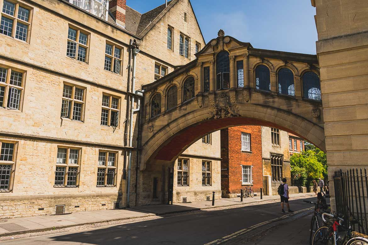 This photo shows the Bridge of Sighs in Oxford, England, a top attraction for every Oxford day trip.