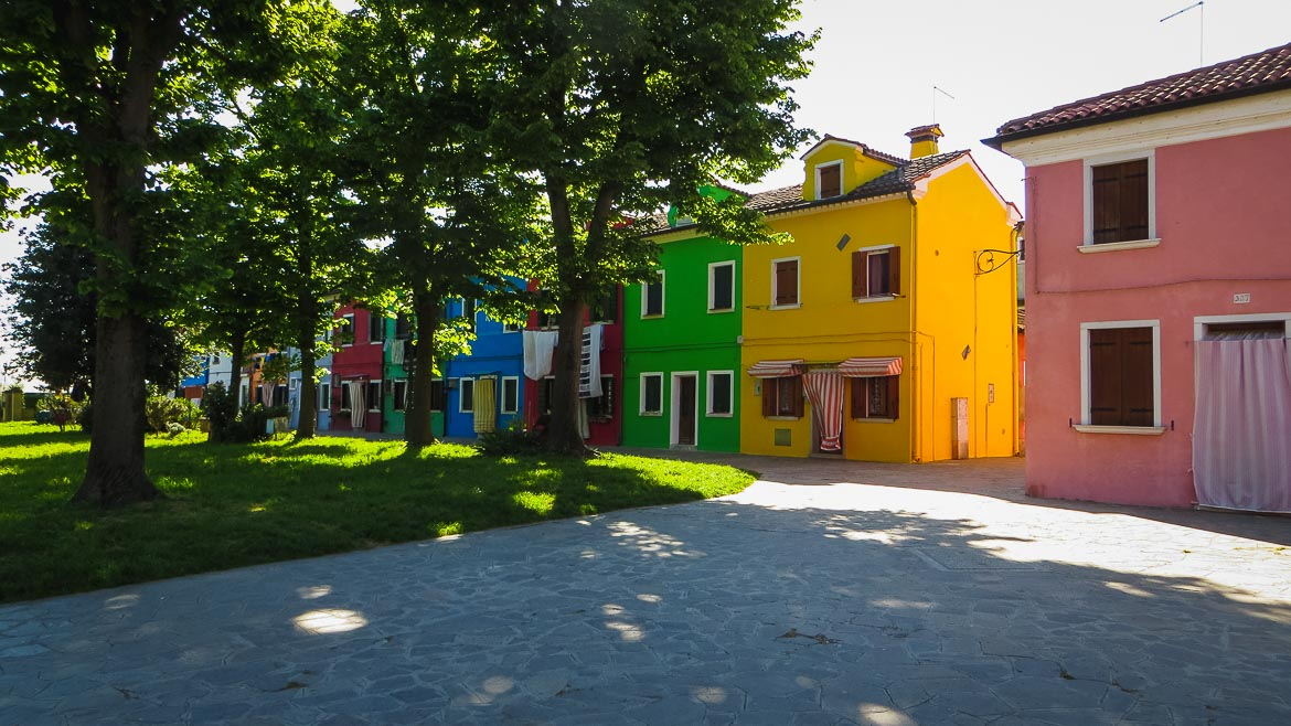 This is a photo of some colourful houses in Burano, Veneto, Italy. Venice Islands, the perfect Venice day trip.