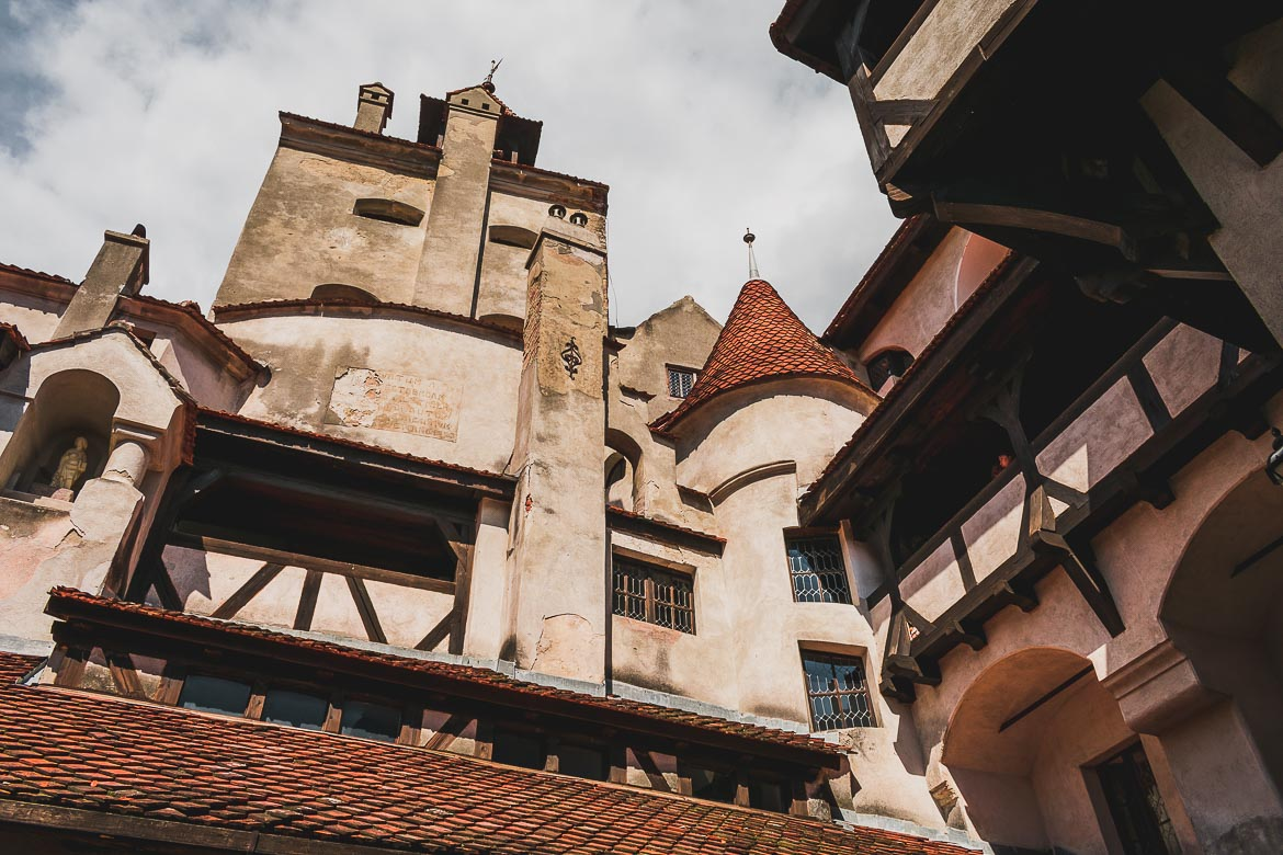 This is a photo of Castelul Bran. Plan the perfect half day trip from Brasov to Bran Castle.