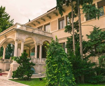 Ceausescu residence: A must visit in Bucharest
