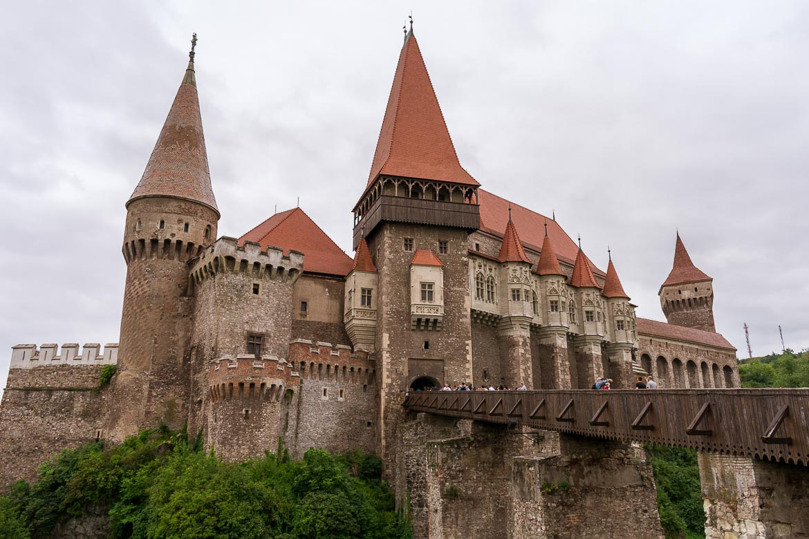 Corvin Castle is one of the most impressive ones in Transylvania Romania. Visiting it is an easy day trip from Sibiu Romania. 11 amazing things to do in Sibiu Romania.