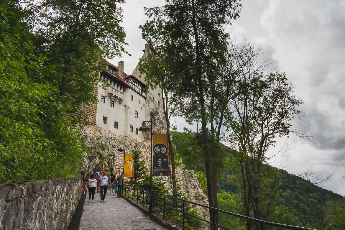 This is a photo of the uphill path that leads to the entrance of Castelul Bran. A trip from Brasov to Bran Castle is an amazing idea!