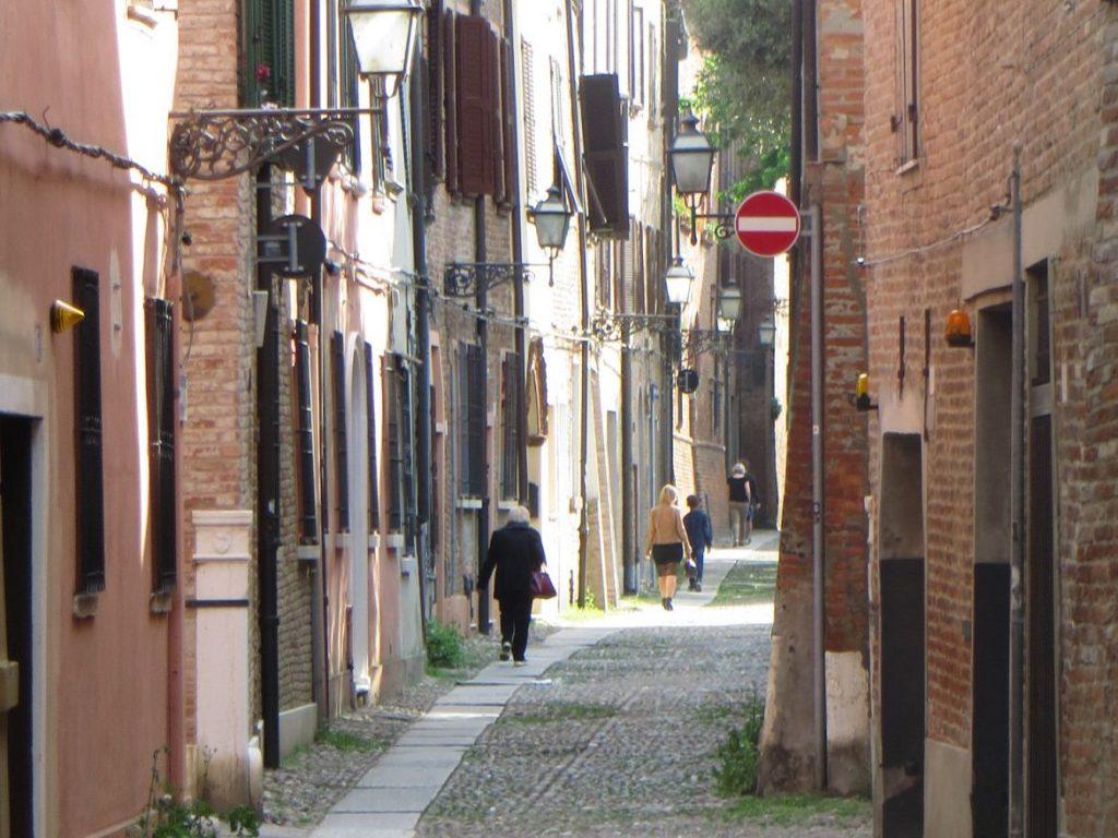 ferrara emilia romagna italy bologna day trip