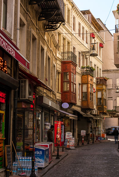 This image shows the full of life street where The Peak Hotel in Istanbul is located. It is lined with charming 19th century buildings, 24h mini-markets, restaurants and bars.