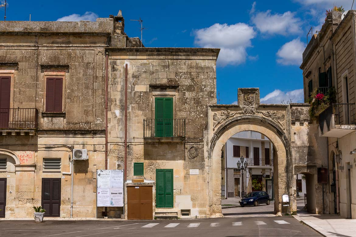 This photo shows an old building facade with green shutters in Corigliano d' Otranto. It is a typical Italian image. This is why we have chosen this photo to be the featured image of our post: Our Grecia Salentina trip: Making friends in Italy's South