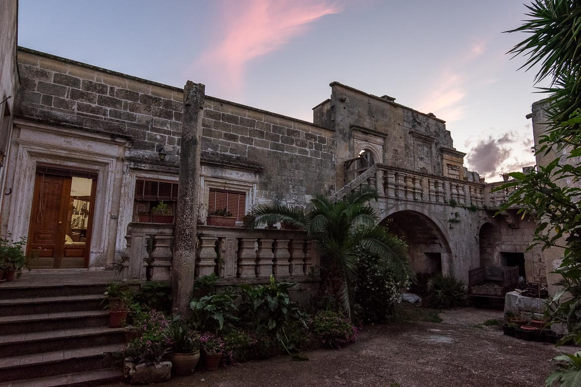 This is a house in ruins in Melpignano.