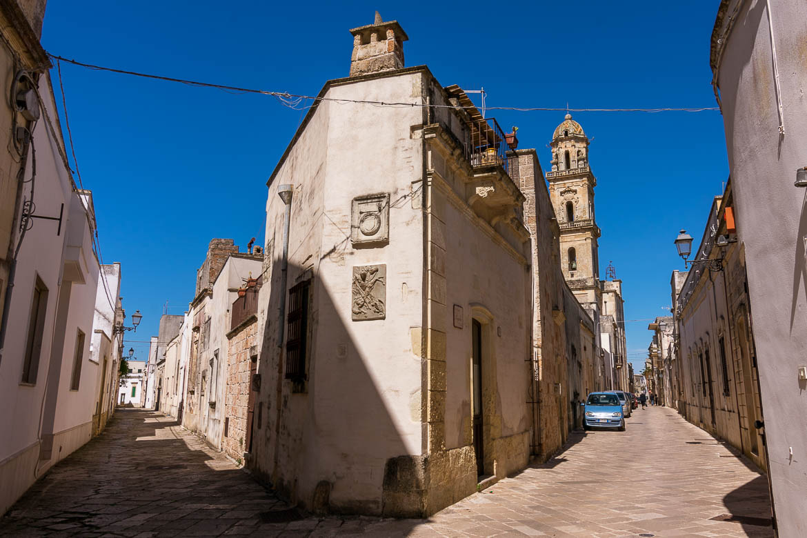 This photo shows the point where 2 picturesque streets meet in Sternatia historical centre. There is a beautiful bell tower in the background.