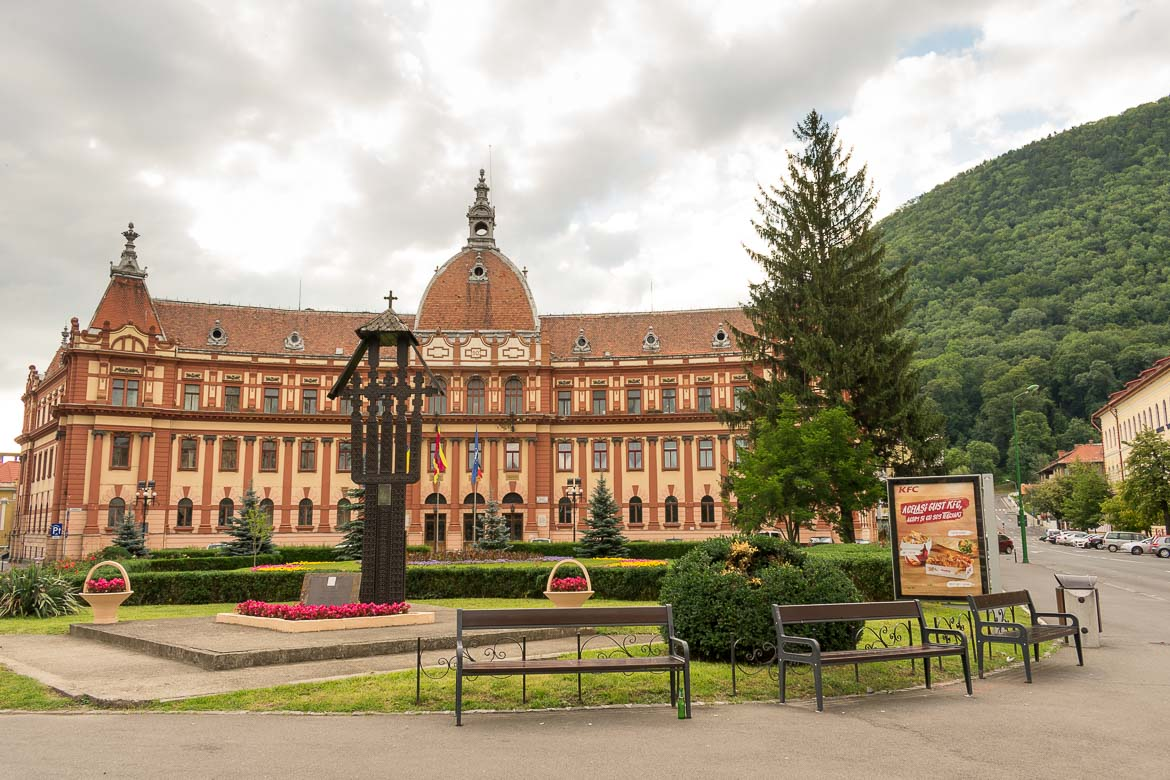 What to do in Brasov Romania in 2 days. The memorial to victims of the 1989 Revolution.