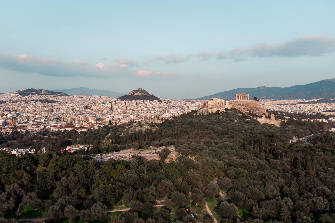 This photo shows a panoramic view of Athens with the Lycabettus Hill and the Acropolis.