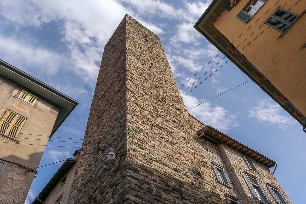 This is an impressive shot of Gombito Tower taken from its foot and facing the sky.