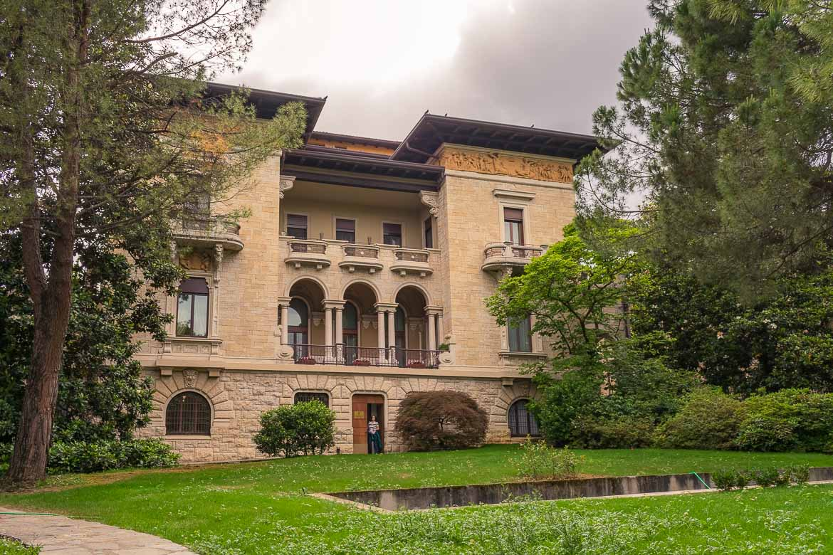 This is a photo of the building that houses the Bergamo City tourism board. It is a mansion set among lush greenery.