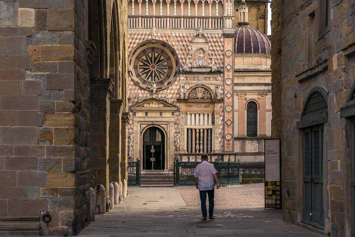 This image shows a man walking towards Cappella Colleoni. We love this photo because other than this man there is no one else to be seen on the square so there is a very special feel about it. This is why we chose this photo as the featured image of our article: One day in Bergamo Italy.