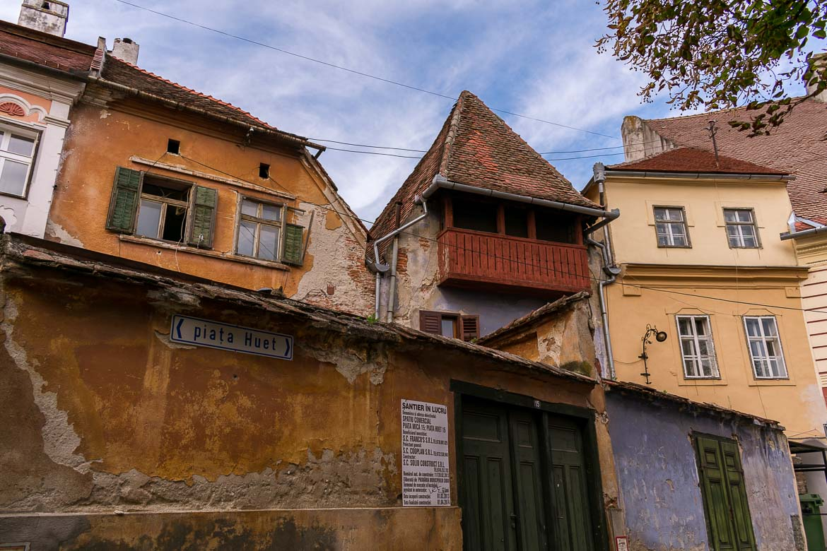 Piata Huet is one of the three main squares around which Sibiu Upper Old Town is built. 11 amazing things to do in Sibiu Romania.