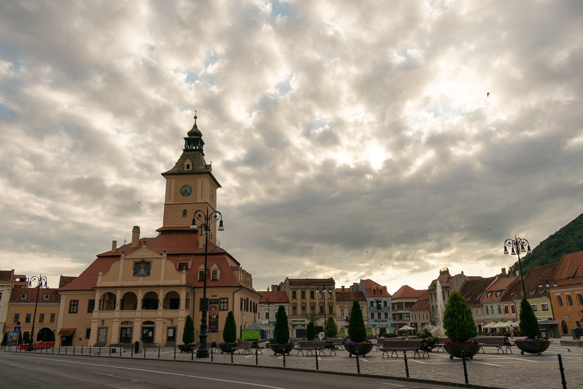 What to do in Brasov Romania in 2 days. Piata Sfatului.