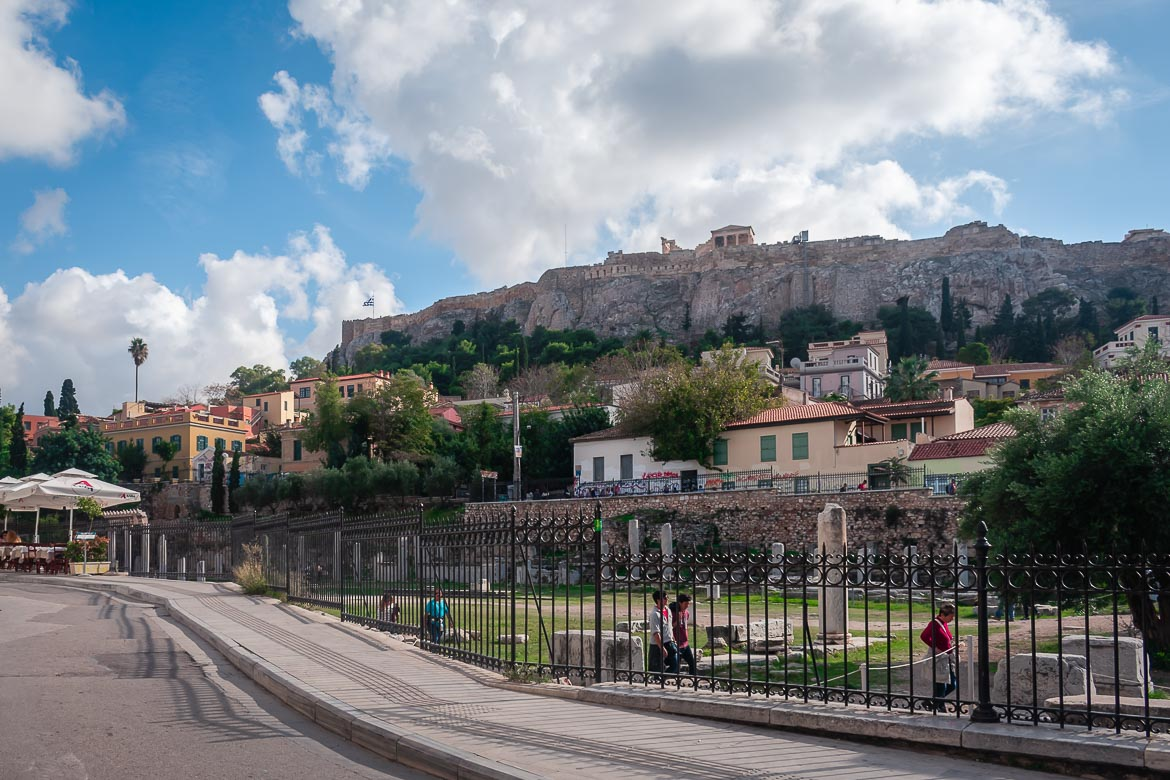 This image shows a panoramic view of Plaka Athens. In the background we can see the Acropolis, one of the things you must add to your bucket lists when planning a trip to Greece.