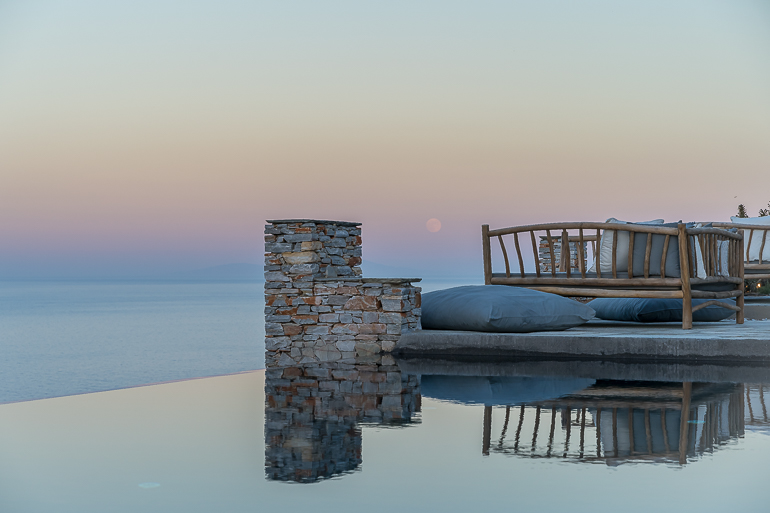 This image shows the sunset view from the outdoor area of Verina Hotel in Sifnos.