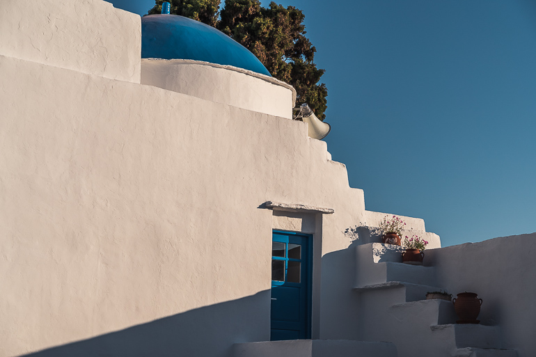This image shows a church in Sifnos Greece.