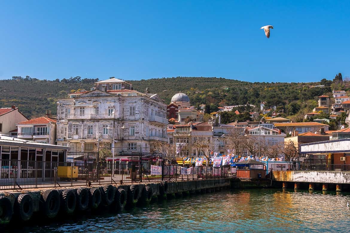 This photo of Burgazada island was shot from on board the ferry. A huge white wooden mansion dominates the small port.