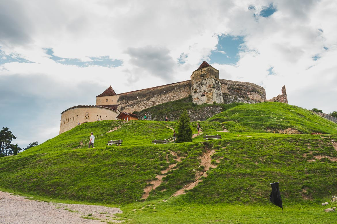 What to do in Brasov Romania in 2 days. Day trip to Rasnov Fortress, Transylvania.