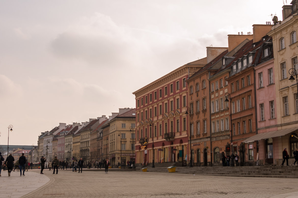 The Royal Route in Warsaw Poland is a magnificent walk which starts from Castle Square and ends at Wilanow Palace. Winter in Warsaw. Top things to do and Warsaw city guide.