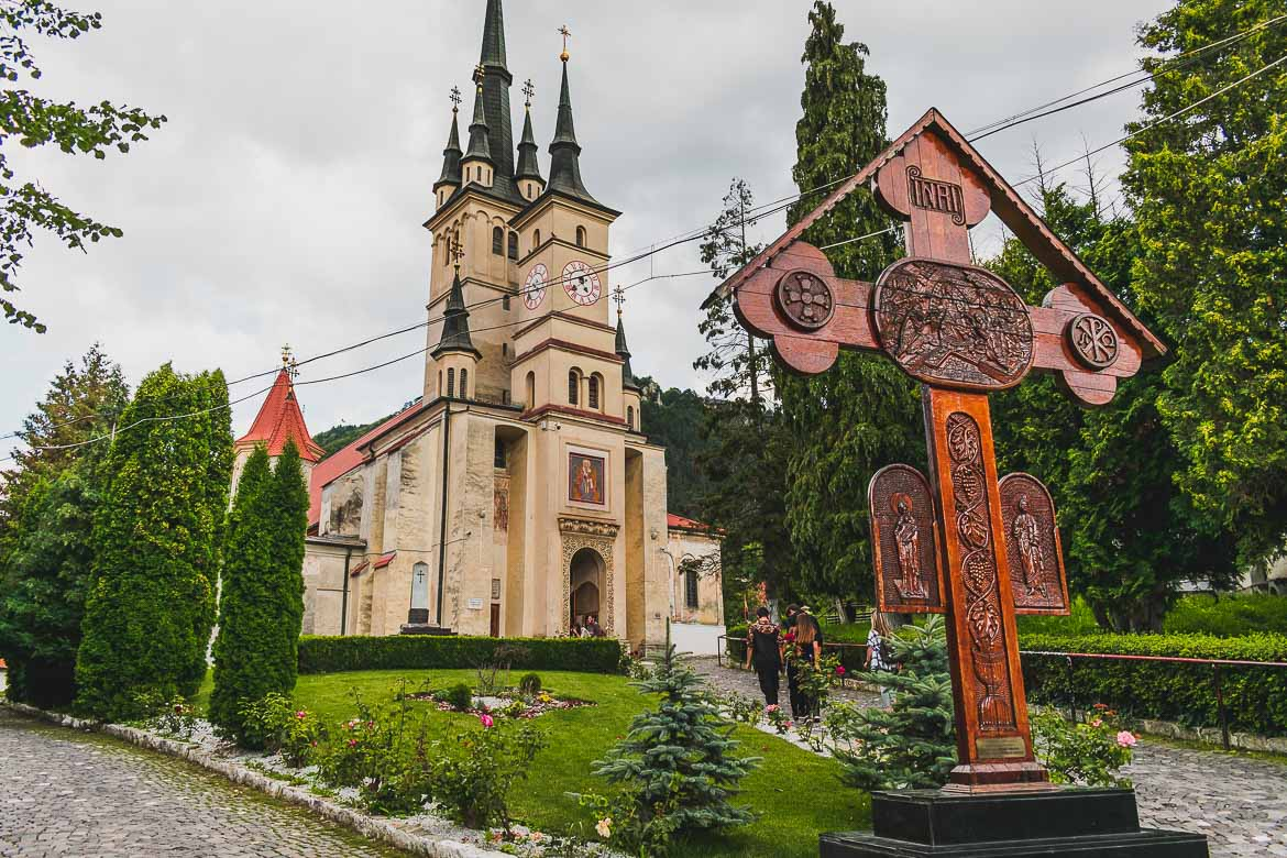 What to do in Brasov Romania in 2 days. The Orthodox church of St. Nicholas in the Schei district.