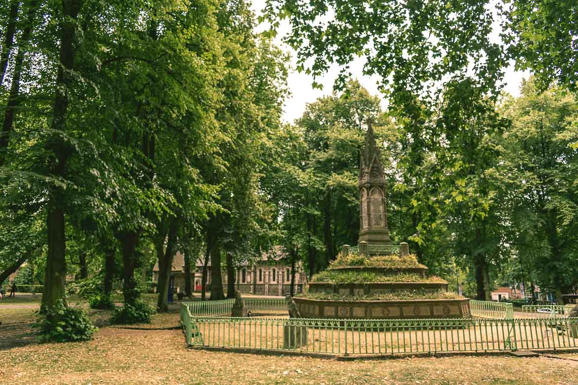 This photo shows the churchyard of St Pancras Old Church in London, England, a site that has a lot of Victorian London stories to tell.