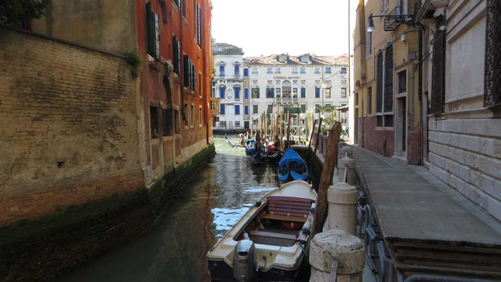 This photo shows Calle Traghetto in Venice leading up to San Toma traghetto stop. What to do in Venice: our complete guide to La Serenissima. Venice Italy.