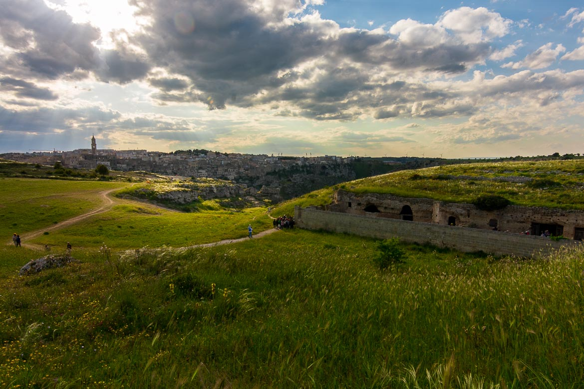 This image shows the green area at Murgia Timone with various hiking paths. Matera in the distance looks absolutely beautiful.