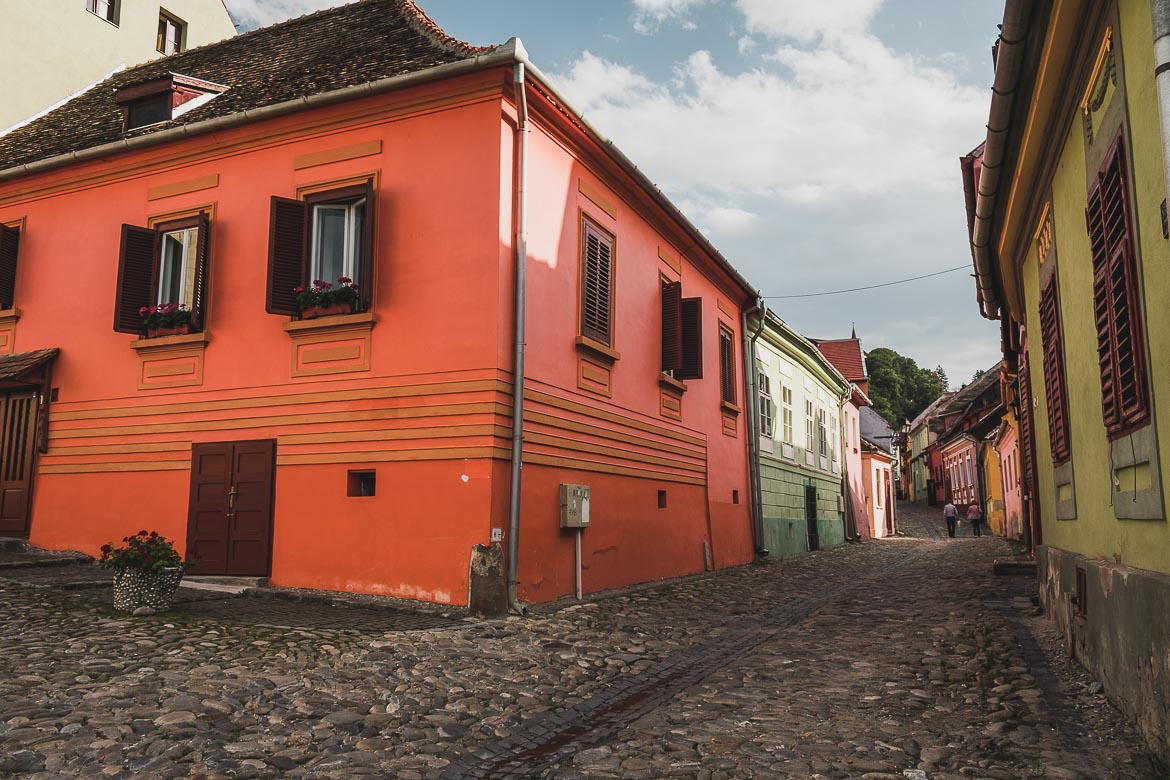 Cobbled streets and colourful buildings in Sighisoara, Transylvania. What to do in Sighisoara Romania in 24 hours.
