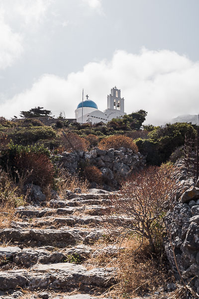This image shows some stone steps along the hiking route leading to Epanochoriani, a whitewashed church with blue dome.