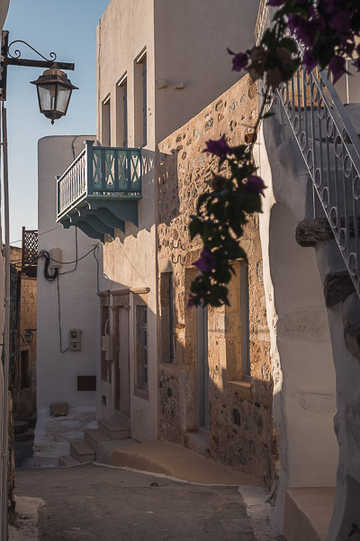 This image shows a whitewashed alley in Chora.