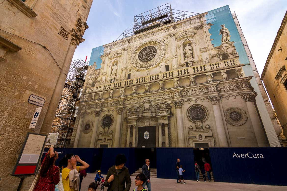This photo shows the Basilica di Santa Croce fully covered up.