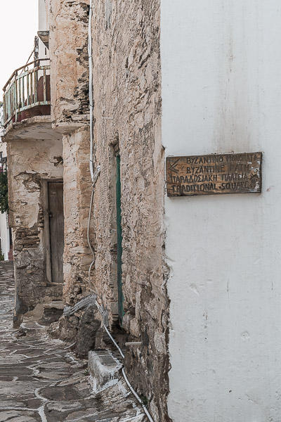 This image shows a wooden street sign in Lefkes showing the way to the Byzantine Road.