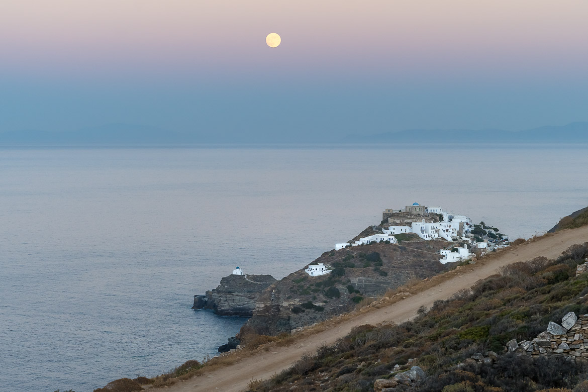 This photo shows Kastro as seen from Verina Astra Hotel. The sky is light blue and lilac and there is a huge full moon above. Kastro is one of the most iconic places to visit in Sifnos. This is why we chose to use this photo as the featured image for our article What to do in Sifnos Greece for a dreamy vacation.