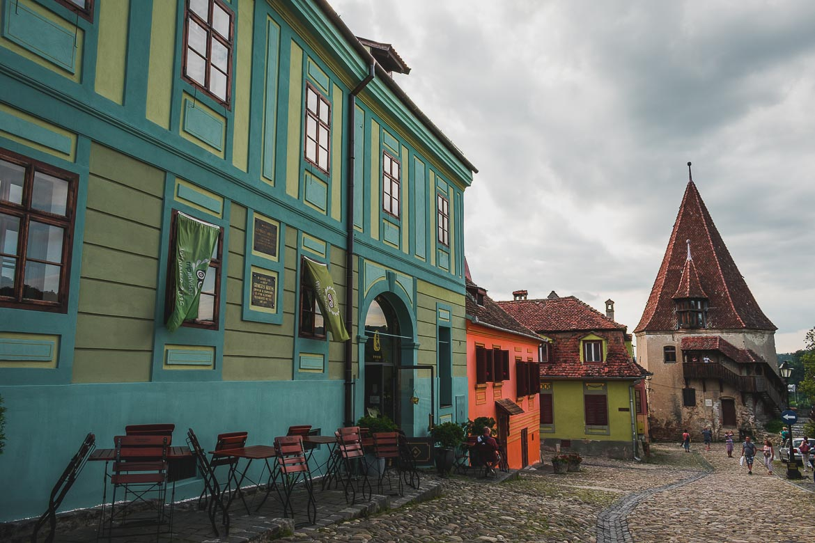 Summer is the best time to visit Sighisoara in Transylvania so as to enjoy sitting outdoors and marvelling at its charm. What to do in Sighisoara Romania in 24 hours.