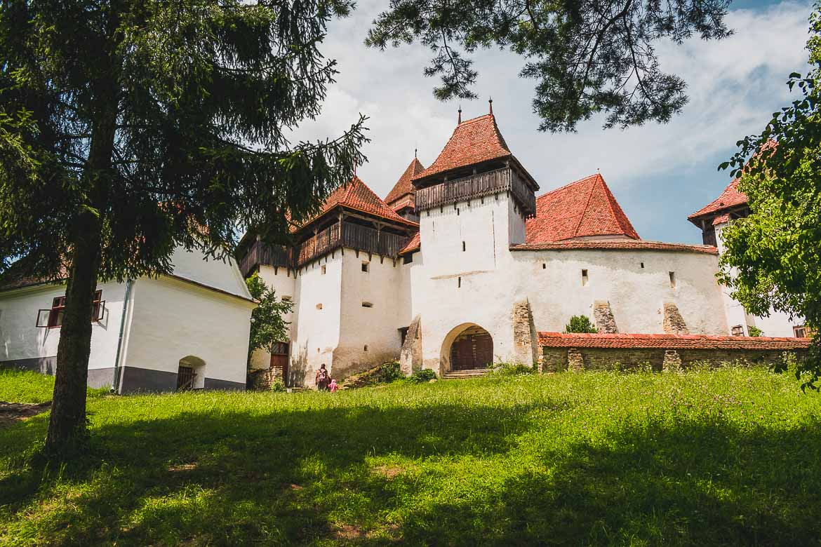 The fortified church in Viscri is an easy day trip from Sighisoara Transylvania. What to do in Sighisoara Romania in 24 hours.