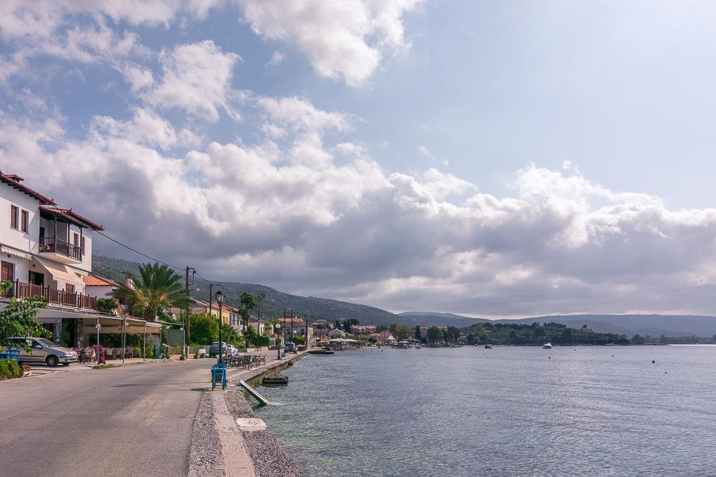 This picture shows the seaside promenade in Kato Gatzea.